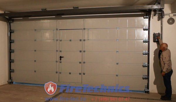 Секционные противопожарные ворота FireTechnics-S EI60 с калиткой